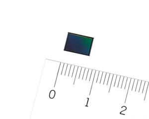 Nový CMOS snímač IMX586 s rozlíšením 48 megapixelov a uhlopriečkou osem milimetrov.