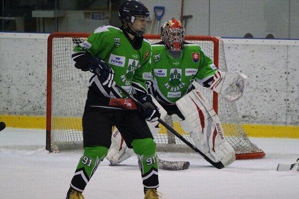 Hokejisti Rabče (v zelených dresoch) nezvládli proti Vavrečke poslednú minútu stretnutia.