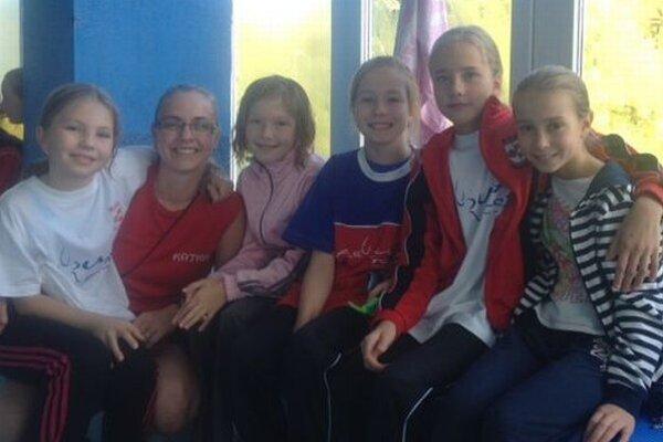 Oravské dievčatá na plaveckom podujatí.