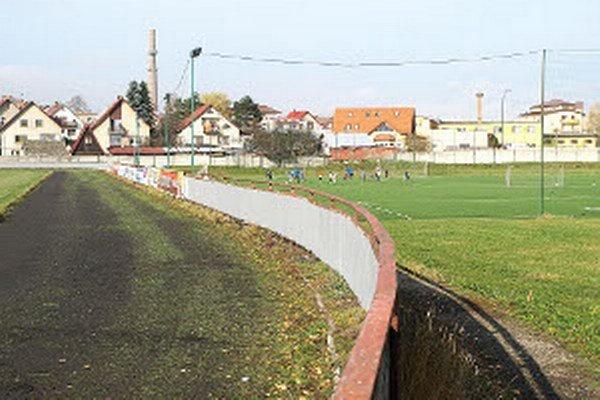 Názory na podmienky využívania mestských športovísk sa rôznia.