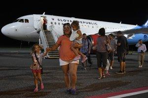 Turisti skrachovanej cestovnej kancelárie Albania Travel prišli na Slovensko.