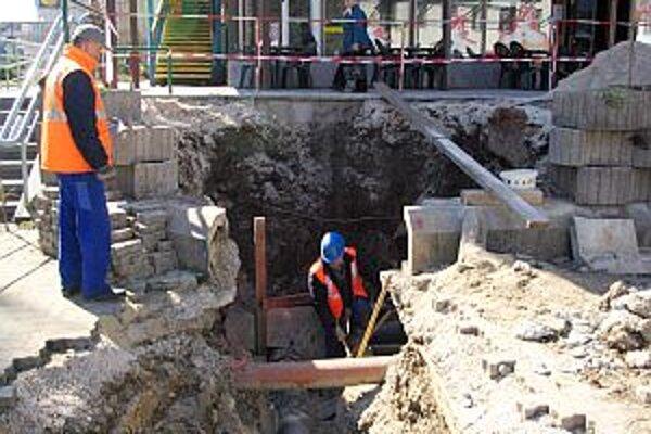 Práce, ktoré súvisia s rekonštrukciou, už začali.