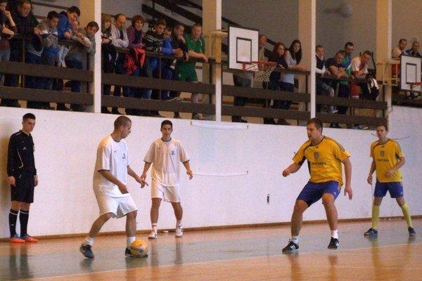 Tvrdošínčania (v bielom) na turnaji neprehrali.
