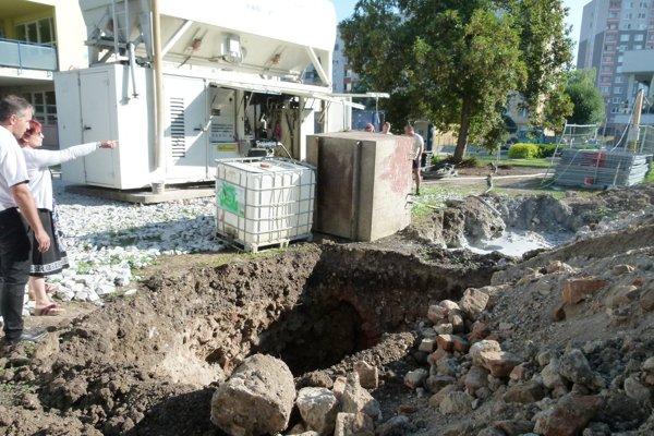 Na miesto nálezu prišla archeologička Tekovského múzea aj zástupkyňa pamiatkového úradu.