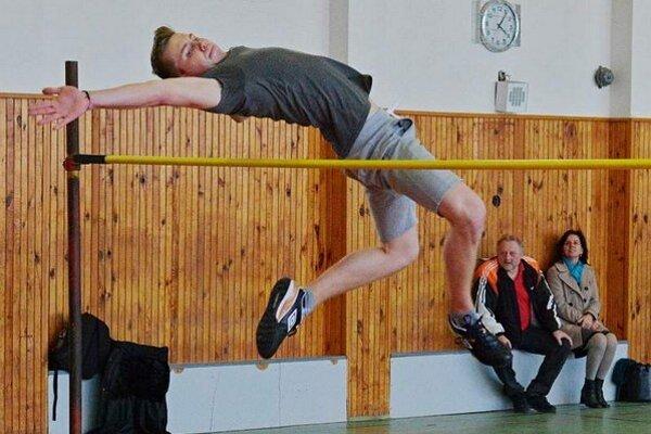 Dominik Sitek prekonal rekord telocvične o šesť centimetrov.