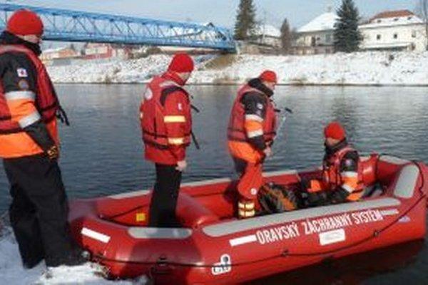 Jozef skočil do rieky z mosta vzadu. Do pátrania po jeho tele sa zapojili desiatky dobrovoľníkov aj profesionálov.