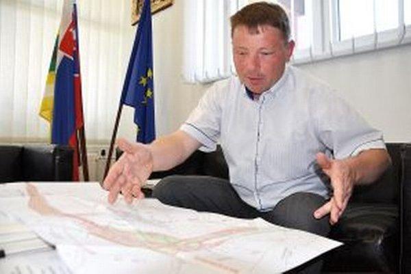 Starosta Ján Kamas má obavy z ďalšieho posunu termínu výstavby.