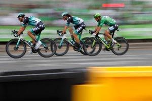 Slovenský cyklista Peter Sagan (na snímke posledný) získal šiesty zelený dres.
