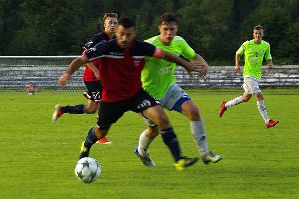 Čadca (v zelenom) v prvom zápase sezóny nebodovali.