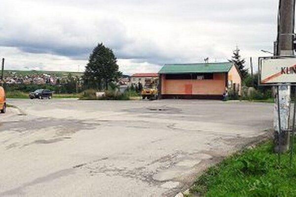 Prázdna križovatka je skôr výnimočnosť, neraz je problém vyjsť z dediny na hlavnú cestu.