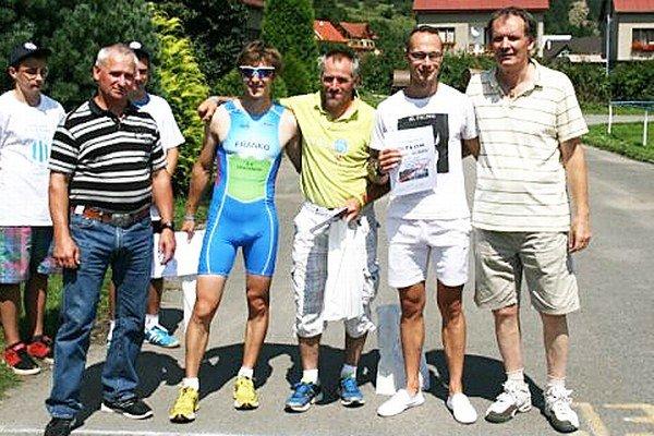 Najlepší oravskí bežci druhý zľava Miloš Franko, Peter Sitárik a Ján Červeň.