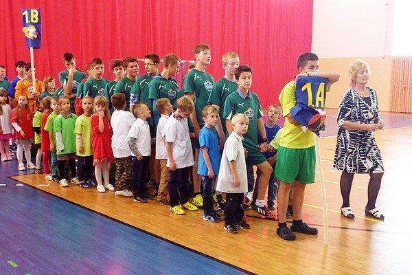 Školáci privítali nových prváčikov.
