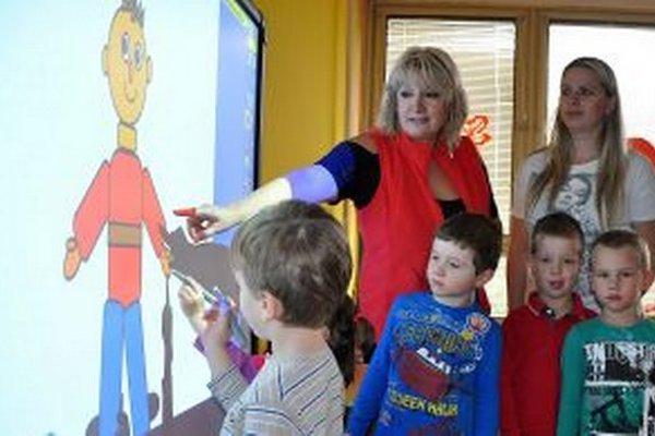 Interaktívna tabuľa je súčasťou výchovy aj v materských školách.