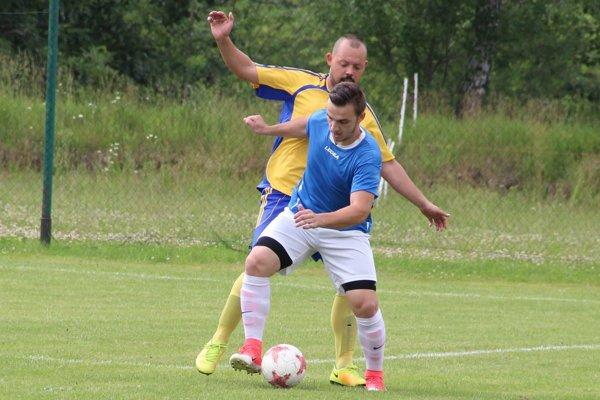 Martin Šurina (v modrom) sa vrátil naspäť do Trstenej.