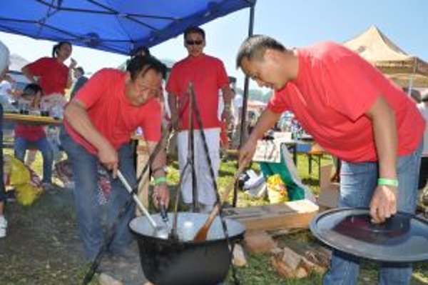 Exotický China team pripravil exotický guľáš.