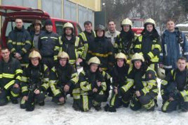 Suchohorskí hasiči s profesionálmi z Olomouckého kraja, ktorí viedli výcvik.