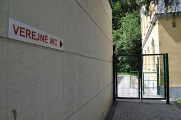Verejné WC sú na Hviezdoslavovom námestí väčšinu roka zatvorené.