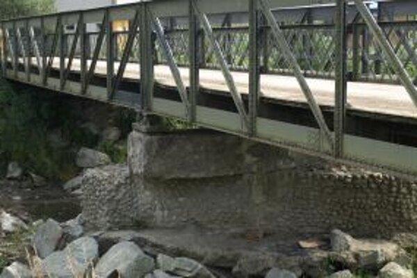 Na rekonštrukciu mosta pri ihrisku zatiaľ obec nemá peniaze.