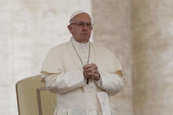 Pápež odsúdil zneužívanie detí kňazmi, požiadal o odpustenie