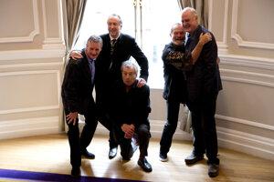 Členovia Monty Python v roku 2013: Michael Palin, Eric Idle, Terry Jones, Terry Gilliam a John Cleese.