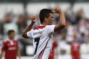 Trenčan Hamza Čatakovič sa raduje zo svojho gólu.