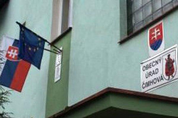 V Čimhovej je situácia medzi starostom a poslancami napätá.