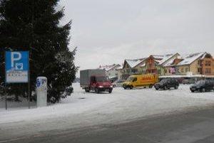 Parkovisko na Nábreží ostáva bezplatné, aj keď nie je isté, či je to v súlade so zákonom.