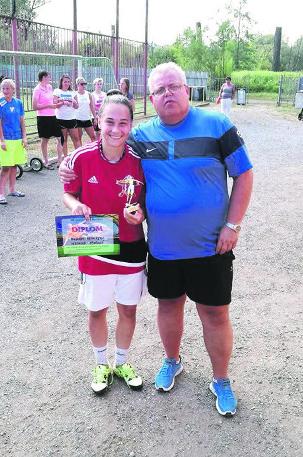 Veronika Jančová (v červenom) si z Havířova odniesla ocenenie pre najlepšiu strelkyňu.