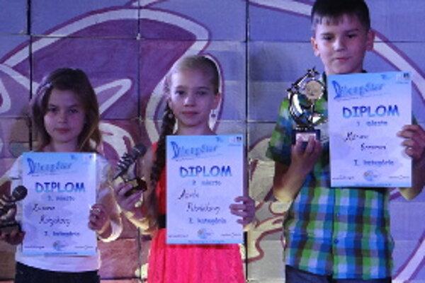 Pódiové umiestnenie si vyspievala aj Trstenčanka Zuzka Kolejáková (vľavo).