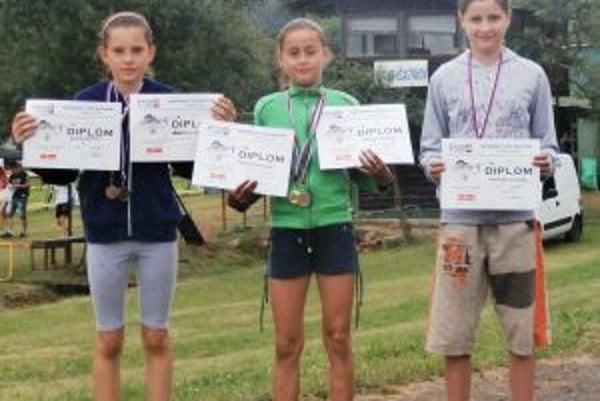 Medailistky z Brezy Mária Remeňová, Eliška Smarkoňová a Anežka Smarkoňová.