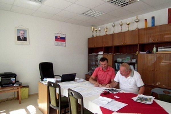 K najčastejším návštevám pucovského starostu patrí kolega zo susedného Medzibrodia.