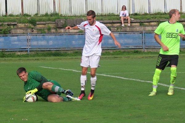 Dolný Kubín (v svetlo zelených dresoch) dal tri góly, ale inkasoval štyri.