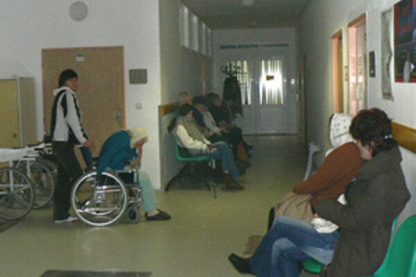 Vyšetrenia na pohotovosti sa ľuďom spájajú s niekoľkohodinovým čakaním.
