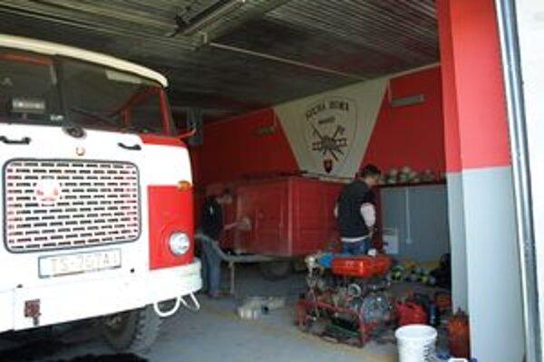 Techniku suchohorskí hasiči majú. Horšie je to s priestormi.