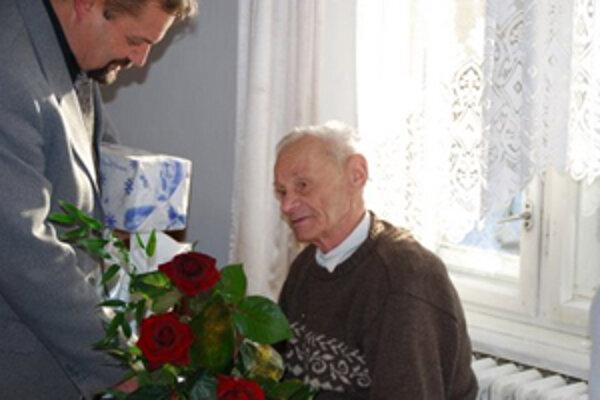 K deväťdesiatke zablahoželal jubilantovi aj starosta Peter Horváth.