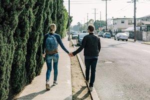 Ľudia sa na zoznamkách ozývajú potenciálnym partnerom, ktorí sú o štvrtinu žiadúcejší, ako oni.