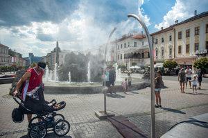Takzvaná vodná hmla v centre Banskej Bystrice.