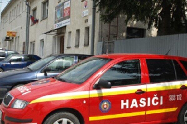 Dnes sídlia námestovskí hasiči v dvoch budovách. Čoskoro by sa mali presťahovať do nových, spoločných priestorov.