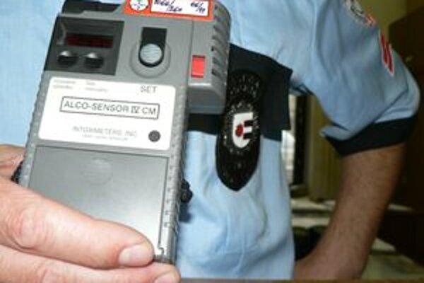 Dolnokubínski mestskí policajti používali tester na meranie alkoholu v dychu aj v čase, keď nemal za sebou povinné nastavenie.