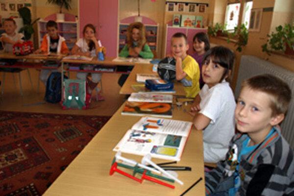 Deti si okrem kníh priniesli do školy aj veci symbolizujúce ich vysnívané povolanie.