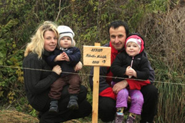 Autor projektu Miloš Kubáň s rodinou.