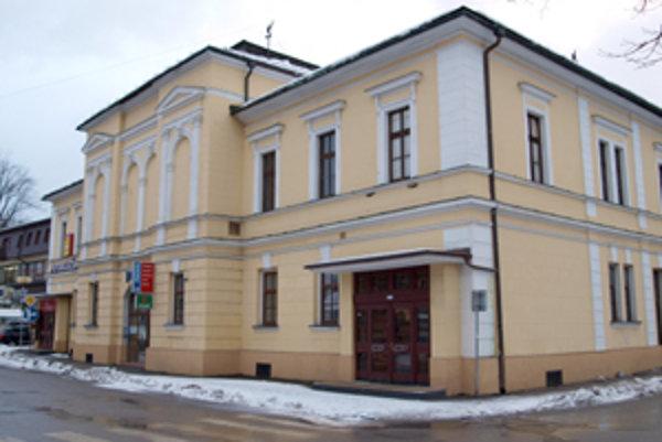 Eseročka s rovnakým názvom ako podnikateľská činnosť zušky má sídlo v bývalom Domčeku.