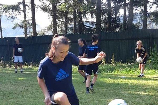 Na sústredení vPalcmanskej Maši. Na snímke najmladšia hráčka tímu Dominika Donovalová.