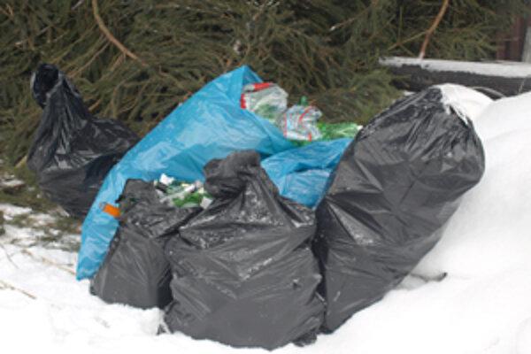 Kedysi museli mať domácnosti vrecia na každý druh odpadu.
