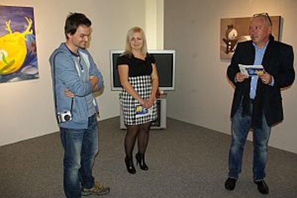 Na výstave, autor celkom vľavo.