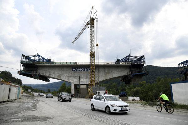 Pohľad na výstavbu železničného mosta pred tunelom Diel.
