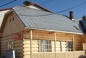 Obec chce dom ľudových tradícií pokryť šindľom.