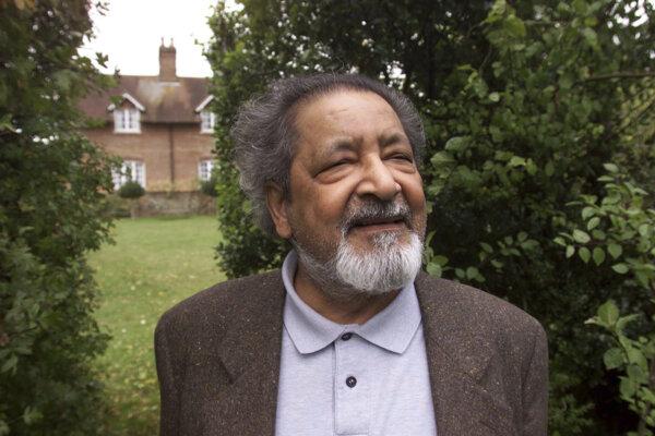 Spisovateľ VS Naipaul. Veril, že ak spisovateľ nevyvolá nenávisť, akoby nežil.