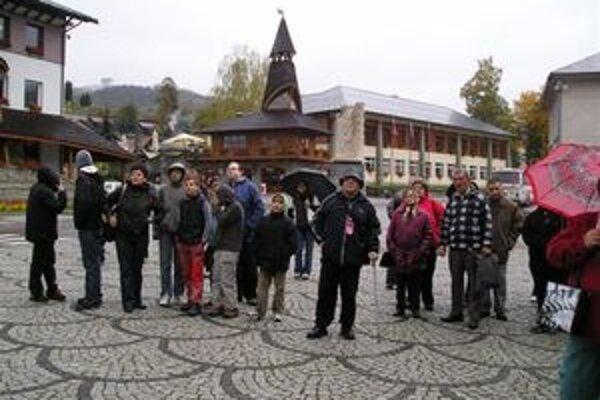 Výlet do Kysúc absolvovali novotskí žiaci aj dôchodcovia spoločne.