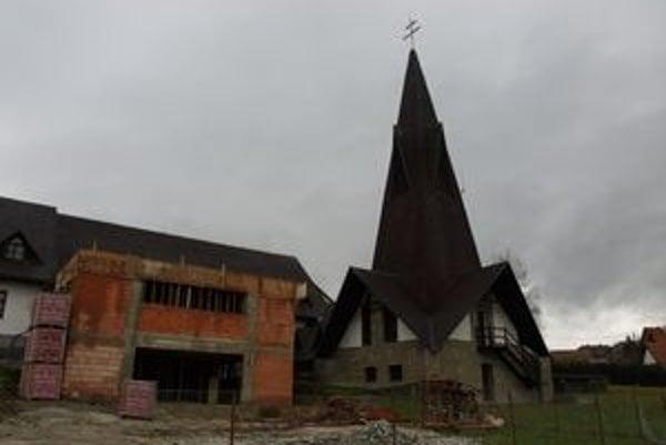 Niekdajšie pastoračné centrum bolo postavené pred 14 rokmi. Tento rok začalo Oravské centrum mládeže s jeho prístavbou.